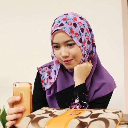 Deyla Instant Shawl Mauve Purple with Flower Print