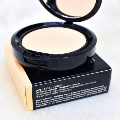 NYX Natural Stay Matte But Not Flat Powder Foundation
